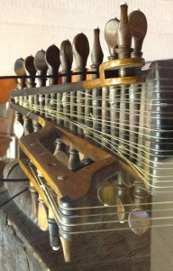 Lute tuning pegs